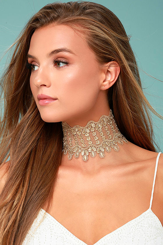 Queenly Gold Lace Choker Necklace 1