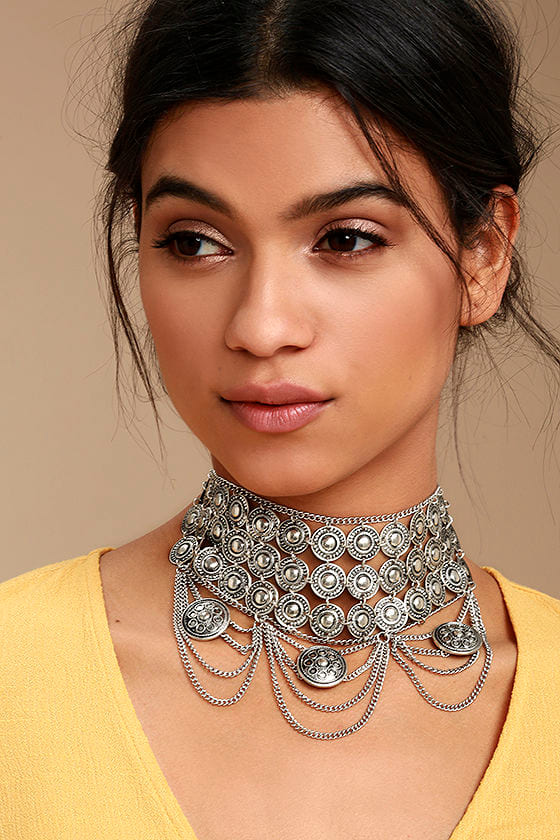 Feast for the Eyes Silver Choker Necklace 1