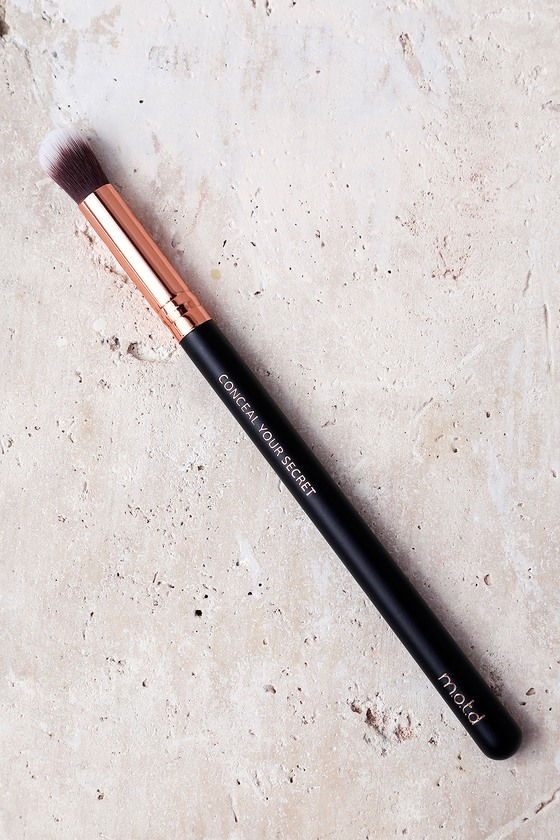 M.O.T.D Cosmetics Conceal Your Secret Makeup Brush 1