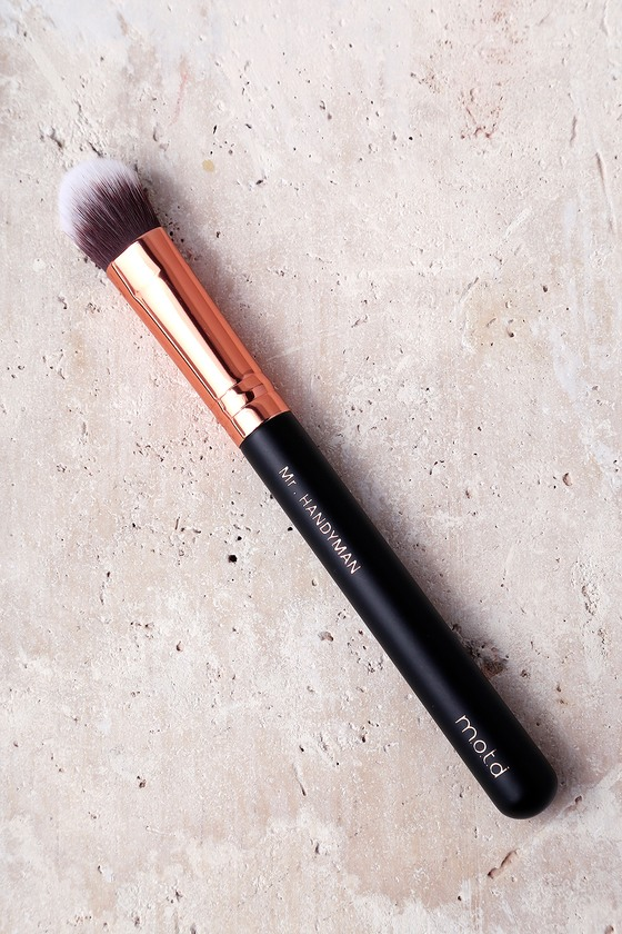 M.O.T.D Cosmetics Mr. Handyman Makeup Brush 1