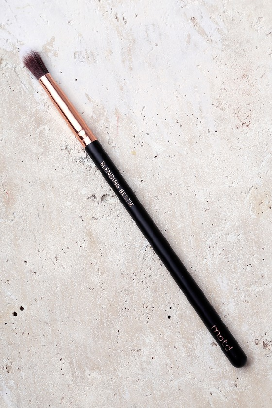 M.O.T.D Cosmetics Blending Bestie Makeup Brush 1