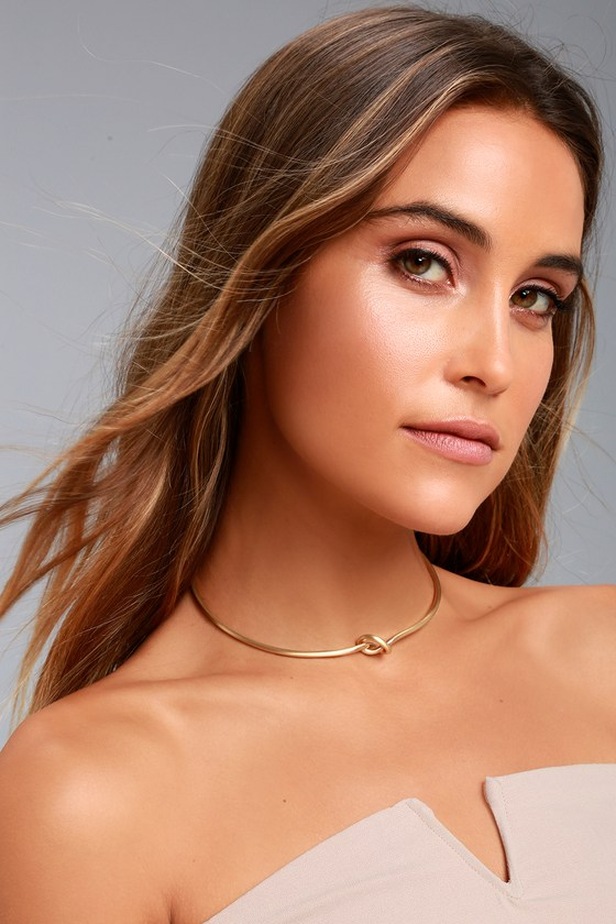 Lover's Knot Gold Choker Necklace 1