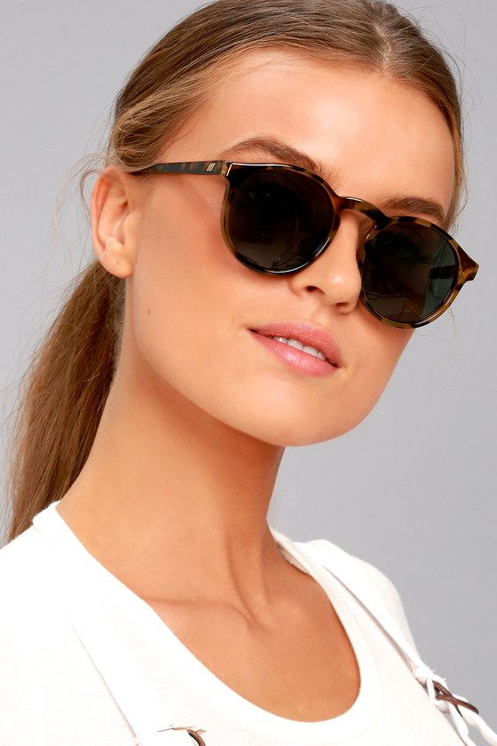 0c103ea4e70 Le Specs Cubanos - Round Sunglasses - Tortoise Sunglasses