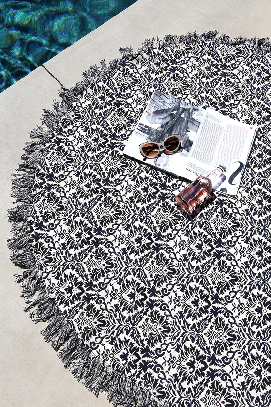 Cook Islands Cream and Black Print Beach Throw 1