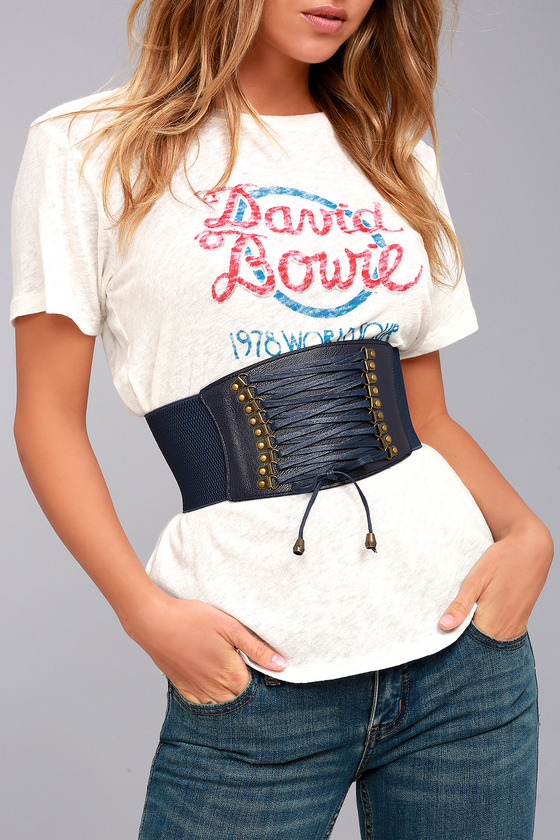 Buy navy waist belts online. Styled by Bipasha Basu, dark blue leather belts are closet essentials and lend every outfit a quick update.