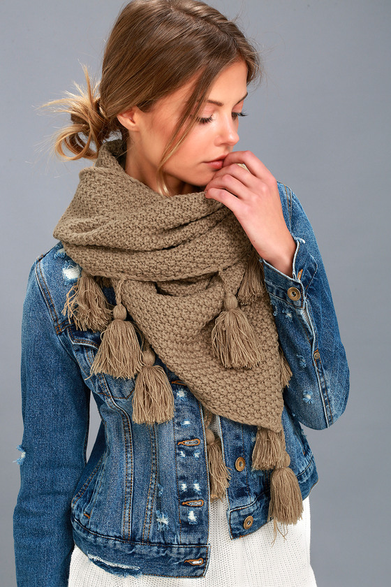 Cozy up with the Lulus Northern Hemisphere Khaki Knit Scarf! Chunky knit weaves this wide scarf finished with 6\