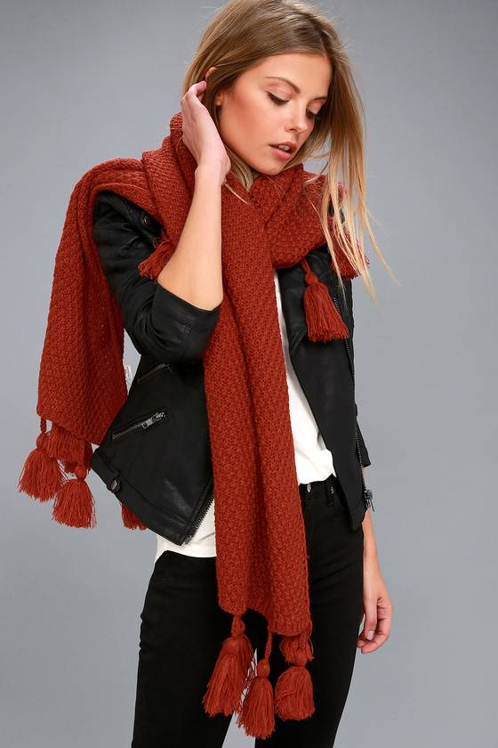 Lulus / Northern Hemisphere Terra Cotta Knit Scarf / Red / 100% Polyester