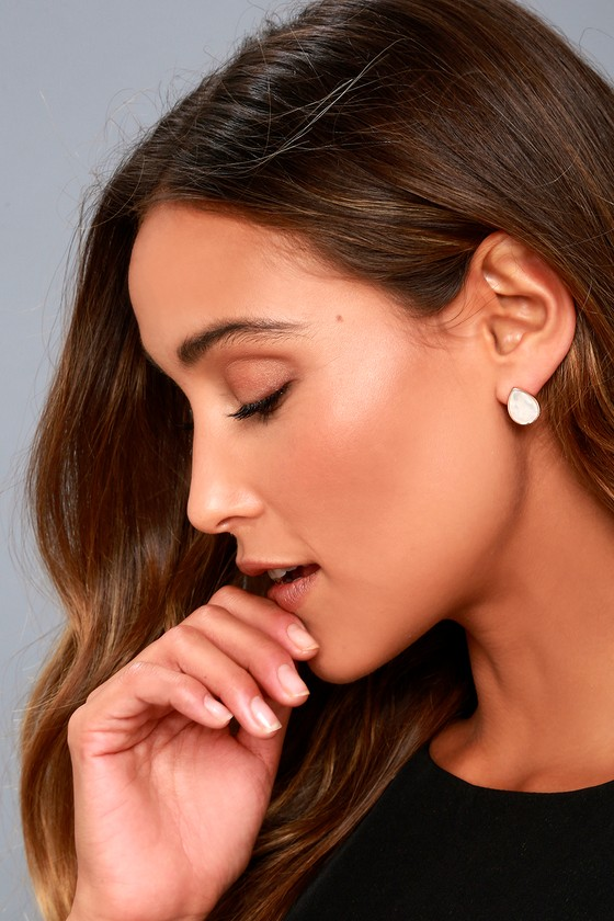 Illuminate the Night Rose Gold and Peal Earrings 1