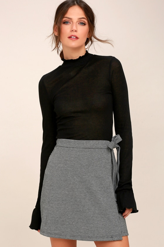 Averill Black and White Houndstooth Wrap Mini Skirt 1