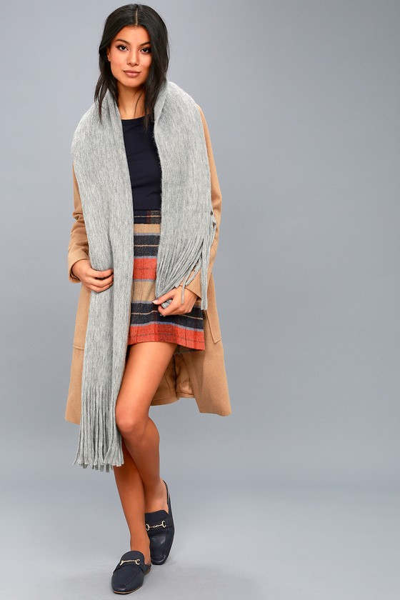 On the Fringes Heather Grey Scarf 4