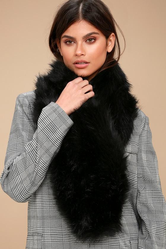 Maisie Black Faux Fur Scarf 2