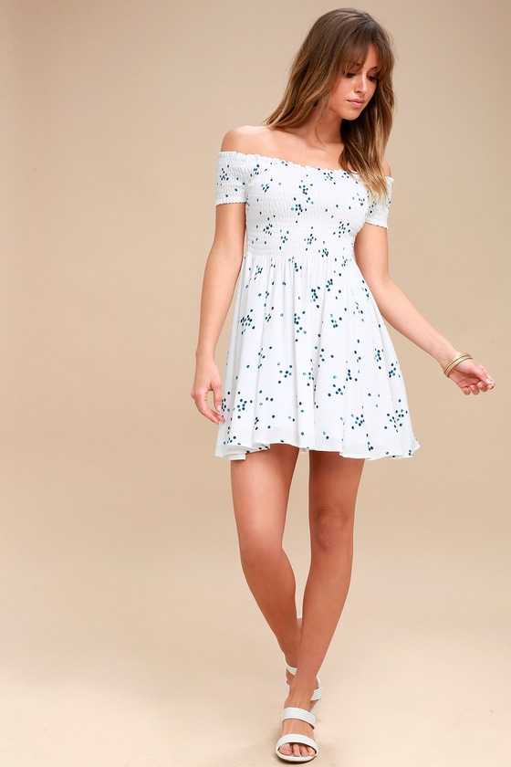 f3f1d1dca057 Santa Monica Pier Blue and White Print Off-the-Shoulder Dress