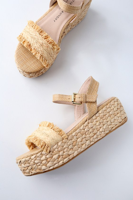 Send your toes somewhere tropical in the Chinese Laundry Ziba Natural Straw Flatform Sandals! These trendy flatforms feature a braided, straw toe band, finished with fun fringe trim. Adjustable quarter strap has a gold buckle. 2\