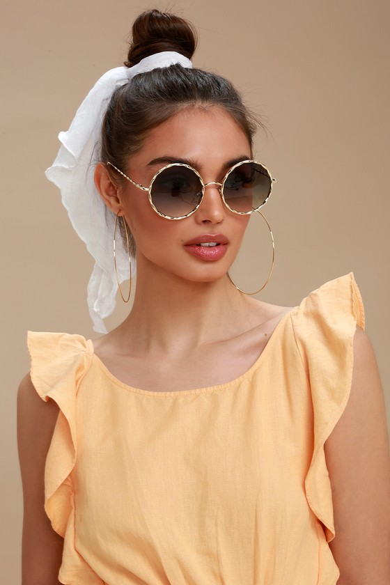 queeny-gold-and-green-round-sunglasses by lulus