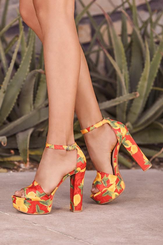 845d9cc5882 Chinese Laundry Avenue 2 - Platform Heels - Lemon Print Heel