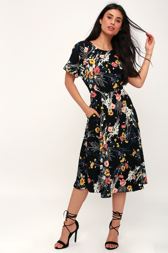 43dc2cc72c302 Chic Black Dress - Floral Print Dress - Short Sleeve Midi Dress