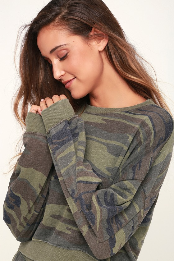 Cohorts Green Camo Print Long Sleeve Sweatshirt - Lulus