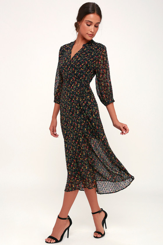 f48e07376f85 1930s Outfit Ideas for Women Go With The Flo-ral Black Floral Print Swiss  Dot