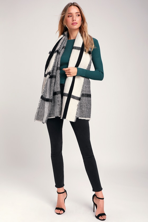 Stay chic and cozy all winter long with the Lulus Pomfrey Black and Ivory Plaid Oversized Scarf! Soft woven yarn, in a black and ivory plaid pattern, shapes this large snuggly scarf and its fringe trim. 76\