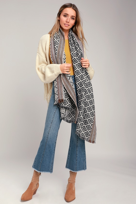 Get that cool-girl cozy look with the Lulus Delina Black and White Print Oversized Scarf! A snuggly knit, in a cool black and white geometric tile print, shapes this large scarf with a fun multi-color edge and fringey trim! Scarf measures 79\