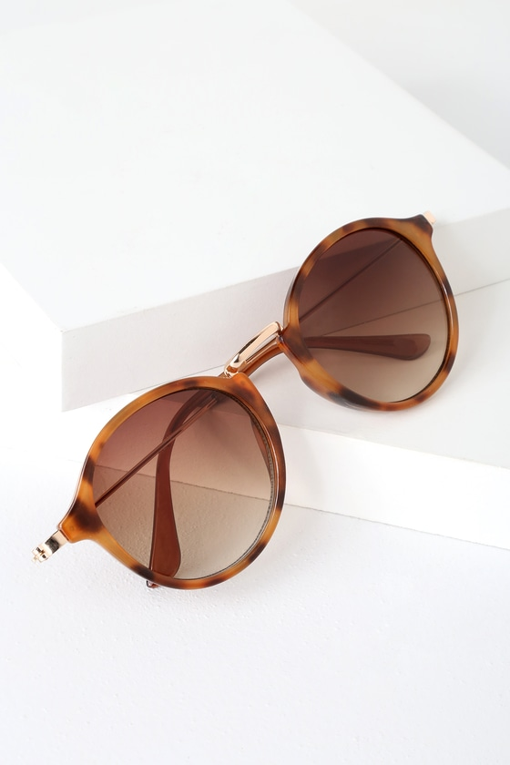 Fresh out the oven, the Lulus Muffins Brown Tortoise Sunglasses are hot hot hot! Get a high-fashion look with these rounded sunnies with brown tortoise frames, gold nose bridge and arms, and tinted brown lenses. UV 400. Frames measure 6\