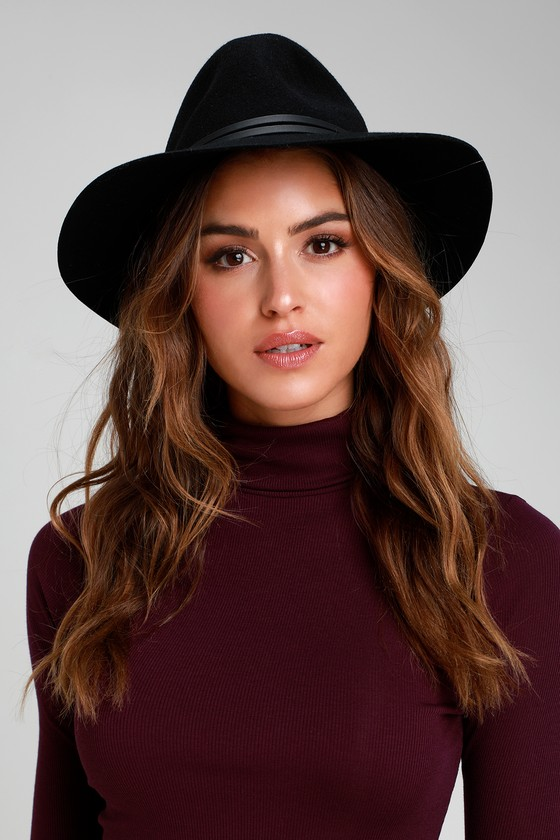 Your heart is never far from home when you\'re wearing the Lulus Close to Home Black Hat! Felted wool shapes this fedora style hat with a floppy 3\
