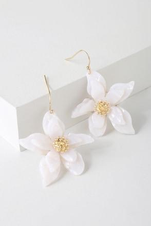 cfa9fb59af167 Riya Gold and White Flower Earrings