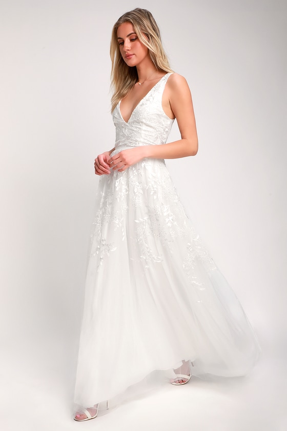 ZOLIE WHITE EMBROIDERED BACKLESS MAXI DRESS