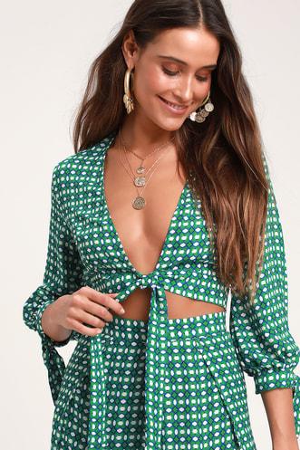 66f28f2bb72d52 Loyal Friend Green Print Tie-Front Crop Top