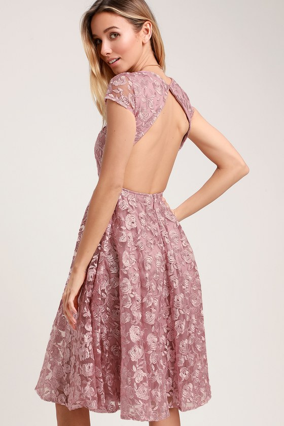 JACQUELINE LAVENDER FLORAL LACE BACKLESS MIDI DRESS