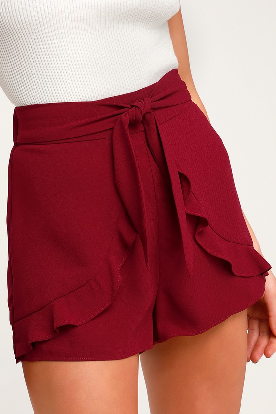 ON AN ADVENTURE WINE RED RUFFLE TIE-FRONT SHORTS