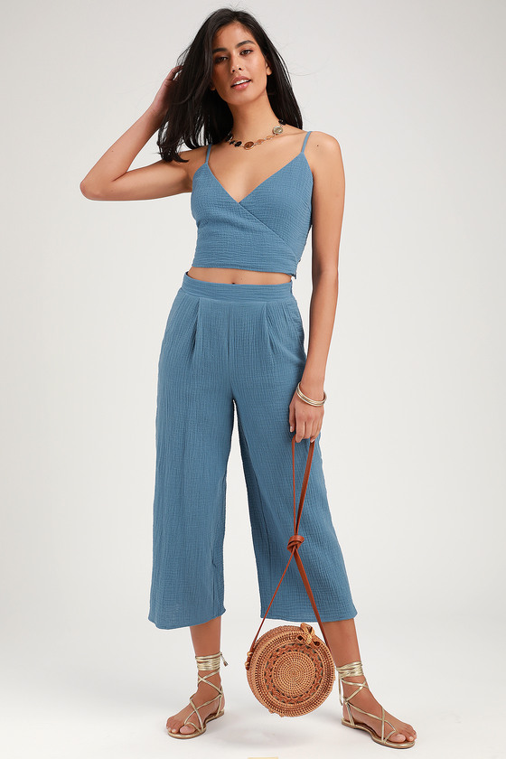 SUNNY STRIDES DENIM BLUE CROPPED WIDE-LEG PANTS
