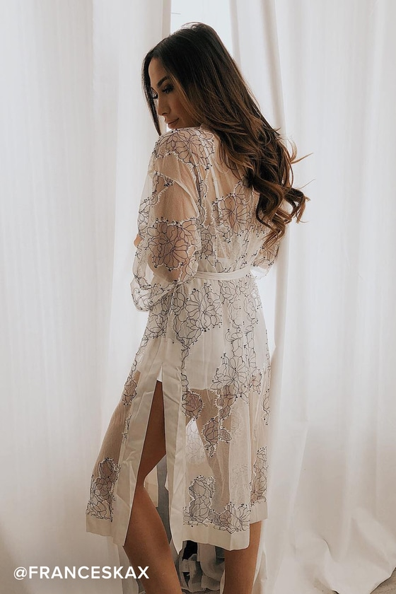 This sheer lace robe from Lulus is a perfect date night addition. More robes to wear indoors and out & about on the Hurray Kimmay blog!