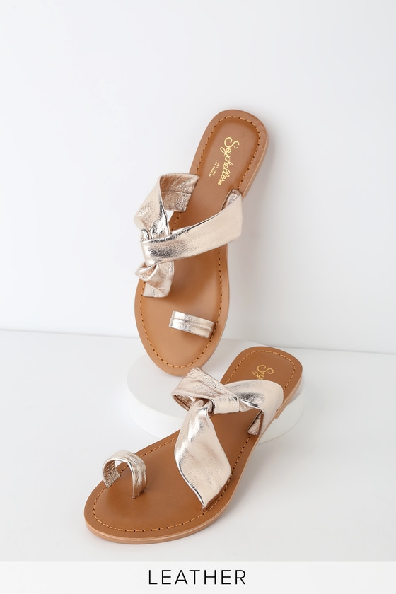9411f619ac Seychelles Mint Condition Sandals - Gold Leather Toe-Loop Sandals