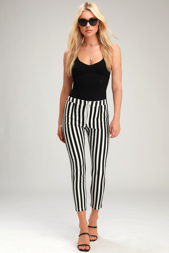 Aptitude Black and White Striped Zip-Front Cropped Skinny Jeans - Trendy Cute Outfit