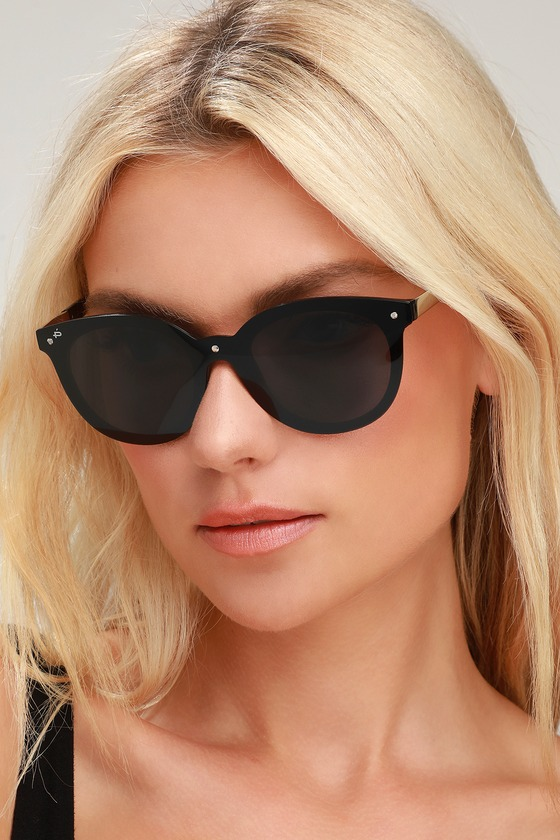 The future of style is now, and it starts with the Prive Revaux The Casablanca Black Sunglasses! Black tinted lenses set atop rounded, black frames for a chic, minimal look. Silver hardware. Collapsable protective case included. UV 400. Frames measure 5. 75\