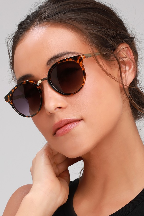 Add a pinch of pizazz to your outfit with the Lulus Click On Tortoise Sunglasses! Adorable frames, boasting a tortoise design, house black-tinted lenses and have a trendy gold nose bridge and matching gold arms. Frames measure 5. 75\