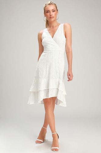 5089e433d0f Trendy White Dresses for Women in the Latest Styles