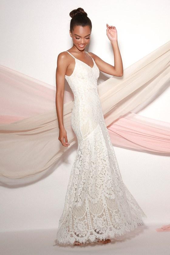 1930s Wedding History Flynn White Lace Maxi Dress  Lulus $98.00 AT vintagedancer.com
