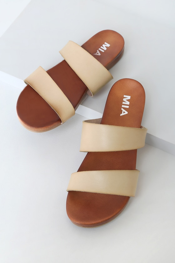 Your everyday adventures just got cuter thanks to the MIA Paulina Blush Slide Sandals! Two tapered straps (shaped by sleek vegan leather) span across the peep-toe upper and the slightly contoured insole. These cute slide sandals have an allover distressed and burnished look for a laid-back, lived-in vibe. 0. 25\