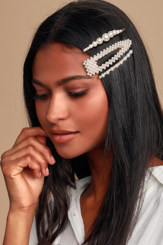 Glam up your everyday hair style with the Lulus Paula Gold and Pearl Hair Pin Set! This adorable hair pin set features three different pins, all in different designs. One is a barrette-style clip, covered in pearls. Another is a bobby-pin style clip with large pearls in the center that cascade into smaller pearls, while the third is a bobby-pin style clip with alternating small and medium-sized pearls. 3. 5\