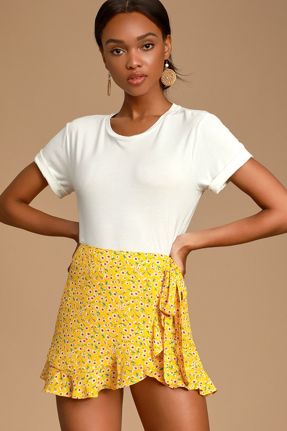Fleurt With Me Yellow Floral Print Ruffled Skort by Lulu's