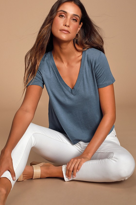 Jackeline Washed Blue Cropped V Neck Tee by Lulus Basics