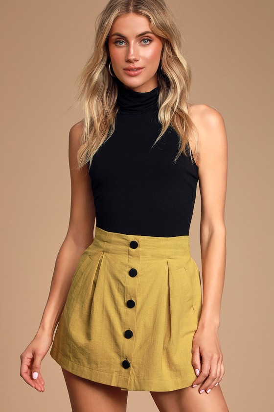 CAREFREE MUSTARD YELLOW BUTTON-FRONT SKORT