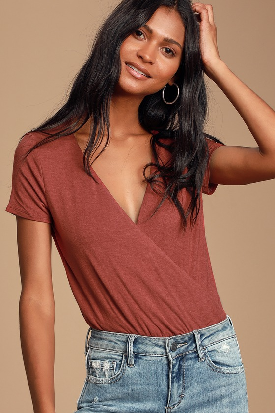 MARREN RUST RED SHORT SLEEVE SURPLICE BODYSUIT - CASUAL FALL OUTFITS