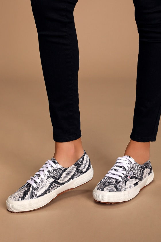 2750 PUFANW Black and White Snake Print Sneakers
