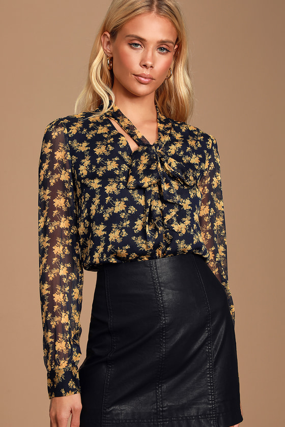 LANAE NAVY BLUE AND YELLOW FLORAL PRINT BUTTON-UP TOP - CLASSY FALL OUTFIT
