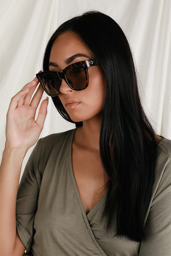 Keep it chic all year round in the Lulus Tallie Tortoise Oversized Sunglasses! These adorable sunglasses have an oversized silhouette and a timeless shape that flatters every face, plus gold accents and brown-tinted lenses. Frames measure 6. 5\