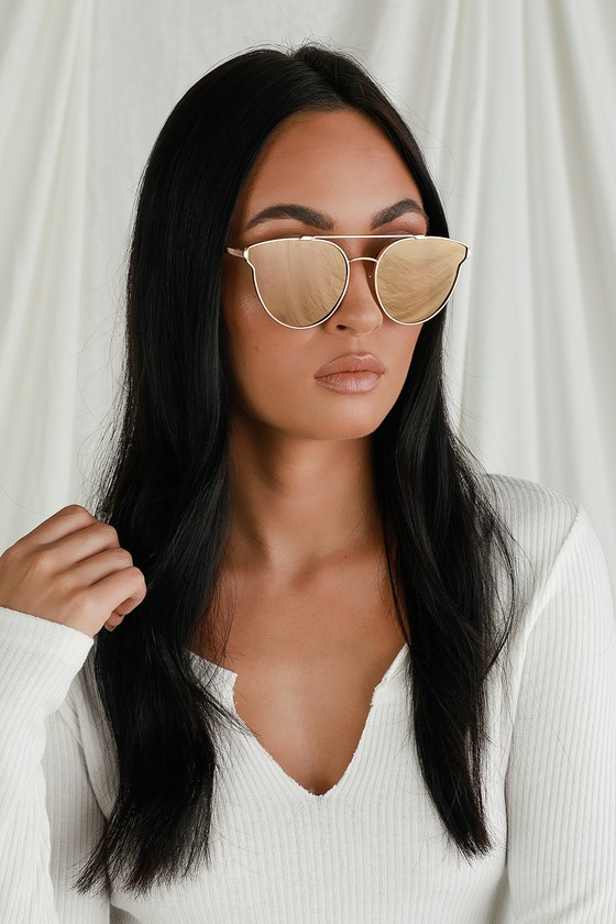 The Lulus Destined for You Gold Mirrored Sunglasses are always the perfect pick! Matte gold frames, with a matching brow bar, hold slightly flared, mirrored gold lenses. Pair with a day out running errands for an effortlessly chic look! Frames measure 5. 75\