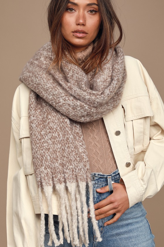 The Lulus Hold Me Closer Light Grey Knit Scarf will keep you cozy and warm on the coldest days! Soft and fuzzy light grey and brown marled knit shapes this cute scarf with an oversized, rectangular design, finished with large matching light grey fringe at the ends. 78\